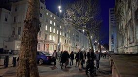 Έκθεση Rd, Kensington Λονδίνο στο σούρουπο με το μεγάλο πλήθος απόθεμα βίντεο
