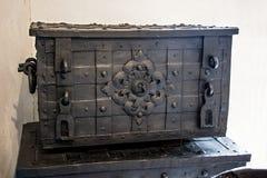 Έκλεισε ένα παλαιό στήθος σιδήρου Στοκ εικόνες με δικαίωμα ελεύθερης χρήσης