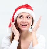 Έκπληκτη γυναίκα Χριστουγέννων που φορά ένα καπέλο santa στοκ φωτογραφία με δικαίωμα ελεύθερης χρήσης