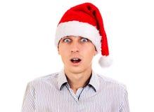 Έκπληκτος νεαρός άνδρας στο καπέλο Santa Στοκ Φωτογραφία