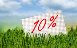 Έκπτωση για την πώληση, έκπτωση 10 τοις εκατό ενάντια στον ουρανό Στοκ Φωτογραφίες