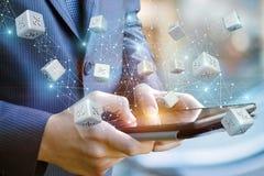 Έκπτωση ποσοστού από app στον επιχειρηματία ταμπλετών Στοκ Εικόνες