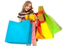 Έκπληκτες αγορές τσαντών δώρων γυναικών στοκ εικόνες με δικαίωμα ελεύθερης χρήσης