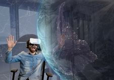 Έκπληκτο άτομο στην κάσκα VR που εξετάζει έναν τρισδιάστατο πλανήτη στο κλίμα ουρανού διανυσματική απεικόνιση