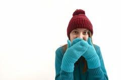 Έκπληκτο κορίτσι στα ζωηρόχρωμα χειμερινά ενδύματα στο λευκό στοκ εικόνες