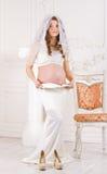Έκπληξη φορεμάτων μητρότητας στοκ εικόνες με δικαίωμα ελεύθερης χρήσης