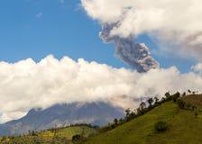 Έκρηξη ηφαιστείων Tungurahua, τον Αύγουστο του 2014 Στοκ Φωτογραφία