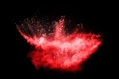 Έκρηξη σκονών κόκκινου χρώματος στο μαύρο υπόβαθρο Μωβ σύννεφο κόκκινου χρώματος Στοκ Εικόνα