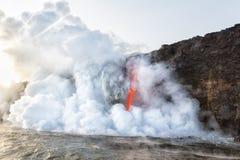 Έκρηξη της τέφρας και των συντριμμιών στην είσοδο Χαβάη Kamokuna Στοκ εικόνες με δικαίωμα ελεύθερης χρήσης
