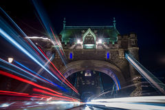 Έκρηξη του Λονδίνου γεφυρών πύργων των ιχνών Στοκ Εικόνα