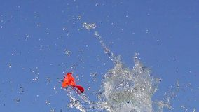 Έκρηξη του συνόλου μπαλονιών του νερού φιλμ μικρού μήκους