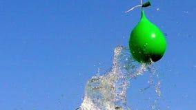 Έκρηξη του συνόλου μπαλονιών του νερού απόθεμα βίντεο