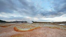 Έκρηξη Geyser στην Ισλανδία Κόκκινο χώμα, όπως την επιφάνεια του πλανήτη Άρης απόθεμα βίντεο