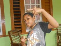 Έκφραση παιδιών ` s του σημαδιού χεριών στοκ φωτογραφίες