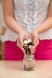 έκχυση βάζων νομισμάτων Στοκ εικόνα με δικαίωμα ελεύθερης χρήσης