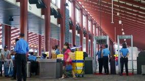 Έλεγχος ασφαλείας στον αερολιμένα της Τζακάρτα απόθεμα βίντεο