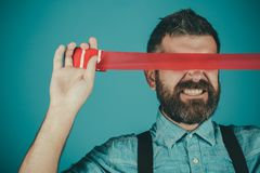 Έλεγχος και προπαγάνδα μυαλού λογοκρισία Βάναυσο γενειοφόρο αρσενικό Ελευθερία λόγου και Τύπος έννοιας Διεθνής άνθρωπος στοκ φωτογραφίες