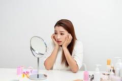 έλεγχος των νεολαιών γυ Έννοια φροντίδας δέρματος στοκ εικόνες