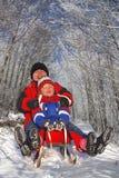 έλκηθρο μητέρων παιδιών Στοκ εικόνες με δικαίωμα ελεύθερης χρήσης