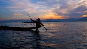 Έλξη στη λίμνη Inle, το Μιανμάρ φιλμ μικρού μήκους