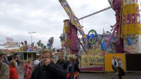 Έλξη στο κεντρικό δρόμο του φεστιβάλ Oktoberfest Μόναχο, Γερμανία απόθεμα βίντεο