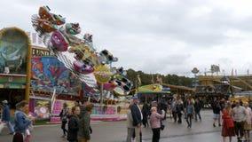 Έλξη στο κεντρικό δρόμο του φεστιβάλ Oktoberfest Μόναχο, Γερμανία φιλμ μικρού μήκους