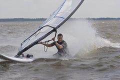 έλξη σωμάτων windsurfer Στοκ Φωτογραφία