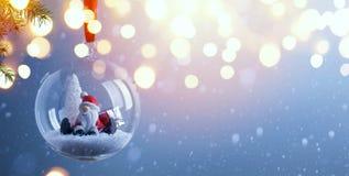 Έμβλημα διακοπών υποβάθρου ή εποχής ευχετήριων καρτών Χριστουγέννων τέχνης στοκ φωτογραφία