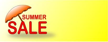 Έμβλημα θερινής πώλησης με την πορτοκαλιά ομπρέλα παραλιών ελεύθερη απεικόνιση δικαιώματος