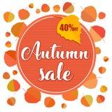 Έμβλημα πώλησης φθινοπώρου με τα φύλλα φθινοπώρου στο άσπρο υπόβαθρο Στοκ φωτογραφία με δικαίωμα ελεύθερης χρήσης