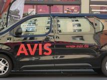 Έμβλημα της Avis σε ένα αυτοκίνητο ενοικίου στοκ φωτογραφία με δικαίωμα ελεύθερης χρήσης