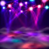 Έμβλημα, φως και καπνός πιστών χορού στη σκηνή ελεύθερη απεικόνιση δικαιώματος