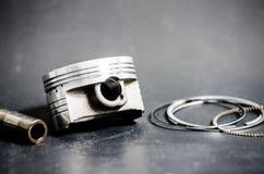 Έμβολο και σύνολο δαχτυλιδιού Στοκ Φωτογραφίες