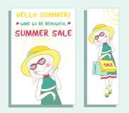 Έμβλημα θερινής πώλησης με το χαριτωμένο κορίτσι Στοκ Εικόνες