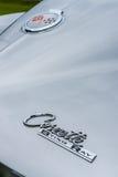 Έμβλημα του δρόμωνα Στινγκ Ray Coupe, κινηματογράφηση σε πρώτο πλάνο Chevrolet αθλητικών αυτοκινήτων Στοκ Εικόνα