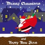 Έμβλημα χαριτωμένος Άγιος Βασίλης Χριστουγέννων με τα μεγάλα δώρα τσαντών που περπατούν στη στέγη Ύφος κινούμενων σχεδίων επίσης  Στοκ φωτογραφίες με δικαίωμα ελεύθερης χρήσης