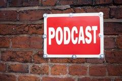 Έμπνευση τίτλων κειμένων γραψίματος χεριών που παρουσιάζει έννοια Podcast που σημαίνει την έννοια ραδιοφωνικής αναμετάδοσης Διαδι Στοκ εικόνες με δικαίωμα ελεύθερης χρήσης