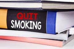 Έμπνευση τίτλων κειμένων γραψίματος χεριών που παρουσιάζει εγκαταλειμμένο κάπνισμα Επιχειρησιακή έννοια για τη στάση για το τσιγά Στοκ φωτογραφίες με δικαίωμα ελεύθερης χρήσης