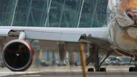 Έναρξη αναμονής αεροπλάνων πριν από την αναχώρηση απόθεμα βίντεο