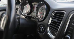 Έναρξη και παύση της μηχανής ενός αυτοκινήτου απόθεμα βίντεο