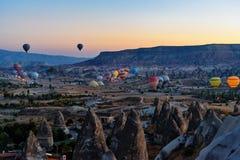 Έναρξη πρωινού των μπαλονιών ζεστού αέρα σε Cappadocia Τουρκία Στοκ Εικόνες