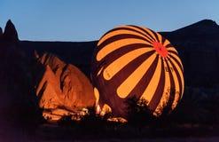 Έναρξη πρωινού των μπαλονιών ζεστού αέρα σε Cappadocia Τουρκία Στοκ φωτογραφία με δικαίωμα ελεύθερης χρήσης