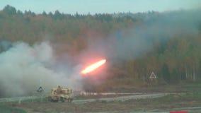 Έναρξη πυραύλων από TOS-1A το σύστημα απόθεμα βίντεο