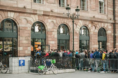 Έναρξη στις πωλήσεις του νέου iPhone 6 Στοκ φωτογραφίες με δικαίωμα ελεύθερης χρήσης