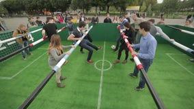 Έναρξη την απεργία στο επιτραπέζιο ποδοσφαιρικό παιχνίδι φιλμ μικρού μήκους