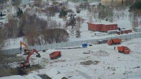 Έναρξη της οικοδόμησης κτηρίου στη χειμερινή ημέρα απόθεμα βίντεο