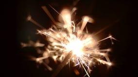 Έναρξη του sparkler απόθεμα βίντεο