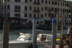 Έναρξη Taxis το μεγάλο κανάλι στη Βενετία στοκ εικόνα