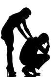 Ένας άνδρας ζευγών λυπημένος και να παρηγορήσει φροντίδας γυναικών Στοκ φωτογραφία με δικαίωμα ελεύθερης χρήσης