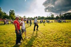 Ένας άνδρας με μια γυναίκα σε ένα φεστιβάλ νεολαίας Dobrush, Λευκορωσία Στοκ φωτογραφία με δικαίωμα ελεύθερης χρήσης